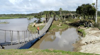 Lago DESPUES de crear isla, puentes, pergolas.