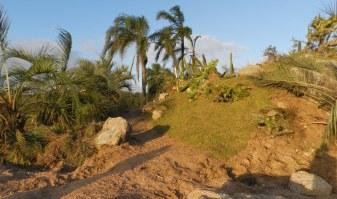 Colina artificial y sendero