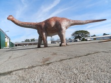 Escultura de dinosaurio